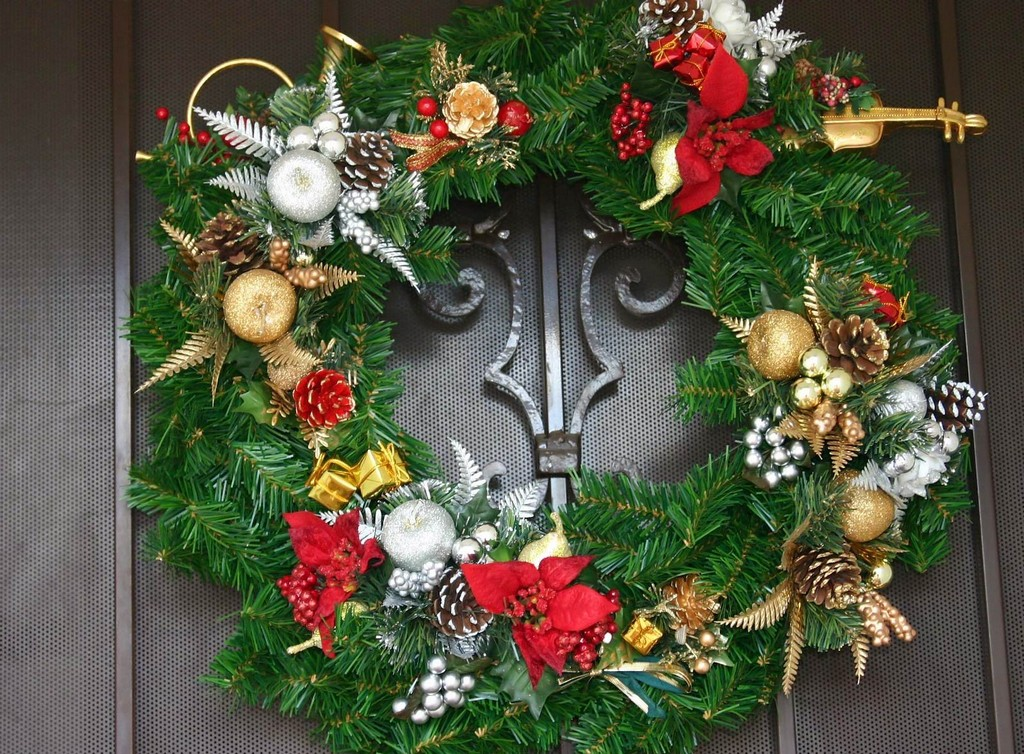 lighted artificial christmas wreath, free patterns for christmas wreaths, food christmas wreaths