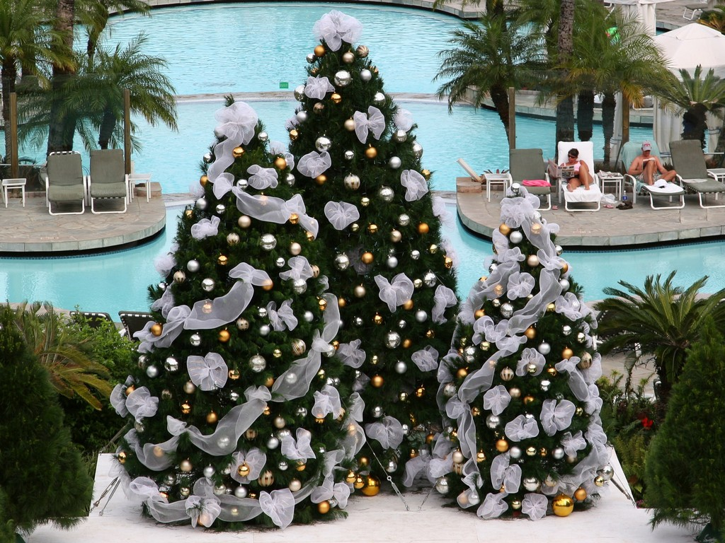 beautifully decorated christmas trees, decorated christmas tree online photos, gold and red decorated christmas trees