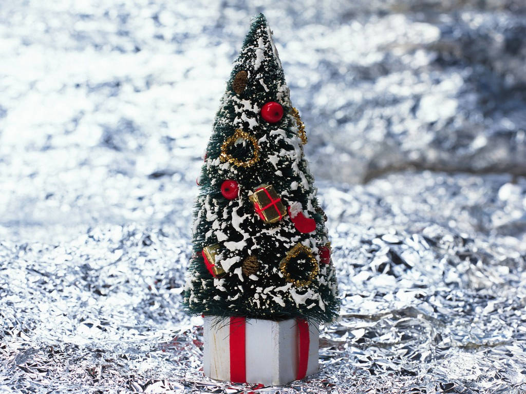 12 to 13.5 pre lit christmas trees, pre lit led artificial christmas trees, prelit slim christmas tree